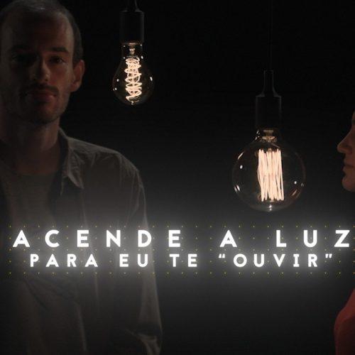 """Acende a Luz Para Eu Te """"Ouvir"""""""